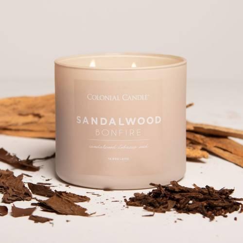 Colonial Candle Pop Of Color sojowa świeca zapachowa w szkle 3 knoty 14.5 oz 411 g - Sandalwood Bonfire